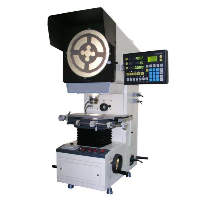 Máy chiếu biên dạng-profile projector. Dùng để đo các kích thước trên sản phẩm gồm khoảng cách, góc, đường tròn. Độ phân giải và cấp chính xác đến micromet.
